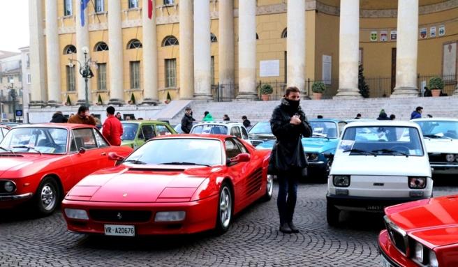 Wśród zabytkowych włoskich aut można było znaleźć najdroższe Ferrari i najtanszego Fiata przypominające go polskiego malucha!